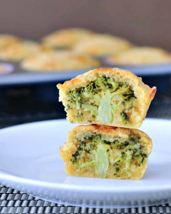 VEGAN BROCCOLI CHEESE MUFFINS